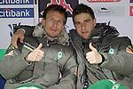 Ivan Klasnic - dreimal die Woche zur Blutwaesche - so lautet die Diagnose beim ehemaligen Werder Stuermer. Ivan ist auf eine neue Niere angwiesen - die von seinem Vater 2007 transplantierte Niere arbeitet nicht mehr. Nun wartet er auf eine neue Niere<br /> Archiv aus: <br />  UEFA  Cup Hinspiel 2007/2008 3. Runde Hinspiel<br /> Werder Bremen (GER)    -   Sporting Braga (POR)<br /> <br /> <br /> Jurica Vranjes ( Bremen CRO#7 ) und Ivan Klasnic ( Bremen CRO #17 ) auf der Reservebank - Daumen hch<br /> <br /> <br /> Foto © nph (  nordphoto  )