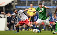 FUSSBALL   1. BUNDESLIGA   SAISON 2013/2014   6. SPIELTAG Hamburger SV - SV Werder Bremen                       21.09.2013 Milan Badelj (li, Hamburger SV) gegen Aleksandar Ignjovski (re, SV Werder Bremen)