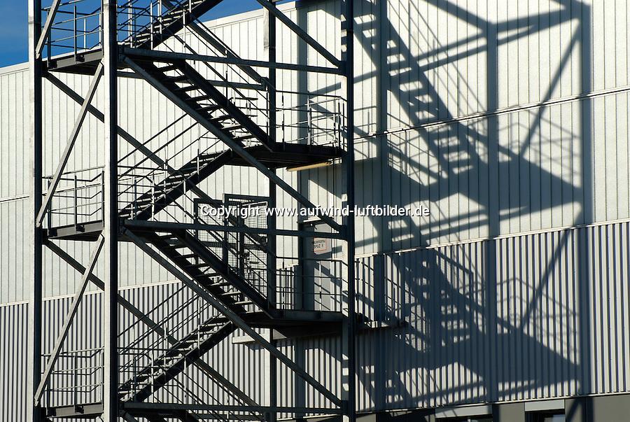 Aufstieg mit Schatten: EUROPA, DEUTSCHLAND, HAMBURG, (GERMANY), 05.09.2007: Aussentreppe, Feuerleiter, Schatten, Schattenspiel, Sehen, Silhouetten, Stahltreppe. Stahltreppen, Stufe, Treppe, Treppen, Treppenhaeuser, Treppenhaus, Treppenstufe, Treppenstufen, Umriss, Umrisse, aufwaerts, gelaender, grafisch, kontrast, neues, silhouette, stahl, stufen, vertikal, Aufstieg, .. c o p y r i g h t : A U F W I N D - L U F T B I L D E R . de.G e r t r u d - B a e u m e r - S t i e g 1 0 2, 2 1 0 3 5 H a m b u r g , G e r m a n y P h o n e + 4 9 (0) 1 7 1 - 6 8 6 6 0 6 9 E m a i l H w e i 1 @ a o l . c o m w w w . a u f w i n d - l u f t b i l d e r . d e.K o n t o : P o s t b a n k H a m b u r g .B l z : 2 0 0 1 0 0 2 0  K o n t o : 5 8 3 6 5 7 2 0 9.C o p y r i g h t n u r f u e r j o u r n a l i s t i s c h Z w e c k e, keine P e r s o e n l i c h ke i t s r e c h t e v o r h a n d e n, V e r o e f f e n t l i c h u n g n u r m i t H o n o r a r n a c h M F M, N a m e n s n e n n u n g u n d B e l e g e x e m p l a r !.
