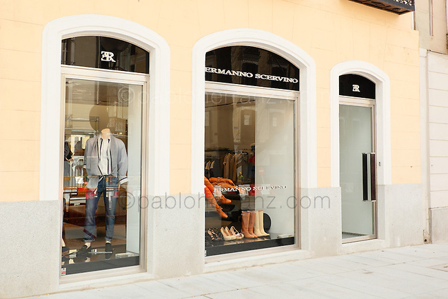 Ermanno Scervino Boutique at 82nd Serrano street in Madrid // Boutique de Ermanno Scervino en la calle Serrano 82, Madrid.