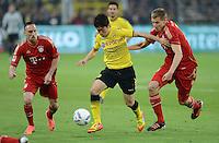 FUSSBALL   1. BUNDESLIGA   SAISON 2011/2012   30. SPIELTAG Borussia Dortmund - FC Bayern Muenchen            11.04.2012 Shinji Kagawa (Mitte, Borussia Dortmund) gegen Franck Ribery (li) Holger Badstuber (re, beide FC Bayern Muenchen)