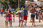 Cabo Verde, Kaap Verdie, KaapVerdie, sal kaapverdie santa maria 2017<br /> Santa Maria, officieel  is een plaats in het zuiden van het Kaapverdische eiland Sal met 6.272 inwoners. Met de opkomst van het toerisme heeft de plaats bekendheid gekregen en is het toerisme de voornaamse inkomstenbron<br /> Kaapverdië, dat behoort tot de geografische regio Ilhas de Barlavento<br />   foto  Michael Kooren<br /> promenade Santa Maria   sunshine, children,