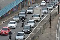 SAO PAULO, 25 DE MARCO DE 2013 - TRANSITO SAO PAULO - Transito intenso na entrada do tunel do Anhangabau, saída da Avenida Nove de Julho, região central da capital, no fim da tarde desta segunda feira, 25. (FOTO: ALEXANDRE MOREIRA / BRAZIL PHOTO PRESS)