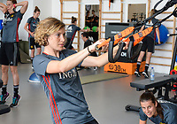 20170608 – TUBIZE , BELGIUM : illustration picture shows a part of the red flames team with Imke Courtois (left) and Laura De Neve (right)  during a fitness and physical session at the fitnessroom of the Belgian national women's soccer team Red Flames trainingscamp to prepare for the Women's Euro 2017 in the Netherlands, on Thursday 8 June 2017 in Tubize.  PHOTO SPORTPIX.BE | DAVID CATRY
