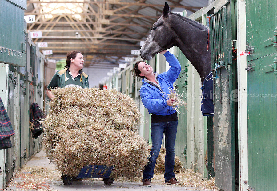 3/8/2010. Tina Boylan from Kildare and Amy Lawless from Kildare are pictured at the RDS getting theirh horse Empros Diamond (Nero) from Kill International ready for the start of the Fáilte Ireland Dublin Horse show. Picture James Horan/Collins Photos