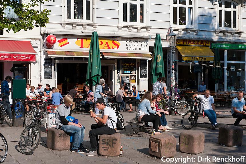 Schanzenpiazza (Schulterblatt) im Schanzenviertel, Hamburg, Deutschland