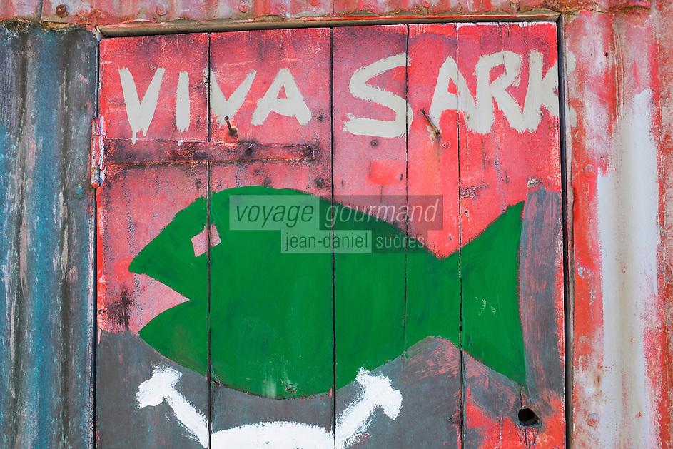 Royaume-Uni, îles Anglo-Normandes, île de Sark (Sercq) Port de Creux Harbour, peinture sur une cabane de pêcheur  // United Kingdom, Channel Islands, Sark Island (Sercq): Creux Harbour