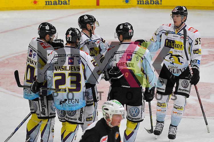 Torjubel zum 6:2 von Krefelds Richard Pavlikovsky (Nr.50), Krefelds Herberts Vasiljevs (Nr.23), Krefelds Boris Blank (Nr.24), Krefelds Andreas Driendl (Nr.10) und Krefelds Christian Erhoff (Nr.55) beim Spiel in der DEL, Adler Mannheim - Krefeld Pinguine.<br /> <br /> Foto &copy; Ice-Hockey-Picture-24 *** Foto ist honorarpflichtig! *** Auf Anfrage in hoeherer Qualitaet/Aufloesung. Belegexemplar erbeten. Veroeffentlichung ausschliesslich fuer journalistisch-publizistische Zwecke. For editorial use only.
