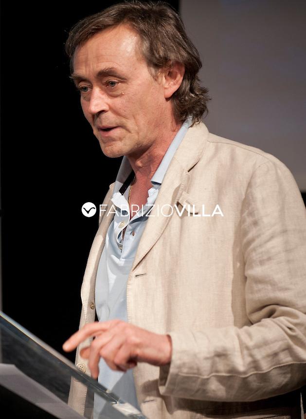 Andrea Vitali, scrittore medico di Bellano.