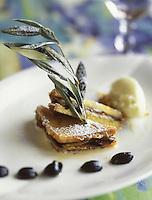 """Europe/France/Provence-Alpes-Côte d'Azur/13/Bouches-du-Rhône/Marseille: Pain perdu d'aubergine confite et quenelle à l'huile d'olive - Recette de Dominique Frérard du restaurant """"Les Trois Forts"""""""
