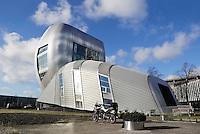 Nederland Amsterdam. 2016 01 29 . Het project  Living Tomorrow  in Amsterdam was een innovatieplatform dat wilde laten zien hoe wonen er in de nabije toekomst uit zou gaan zien. Het Huis van de Toekomst, zoals het project Living Tomorrow Amsterdam ook wel wordt genoemd, bevond zich in het meest futuristische gebouw van Amsterdam, gelegen bij de Amsterdam ArenA. Living Tomorrow Amsterdam heeft in juni 2008 haar deuren gesloten voor publiek en evenementen. Na een periode van leegstand is het gebouw in augustus 2009 verhuurd als kantoor. Het gebouw is ontworpen door Ben van Berkel van UNStudio