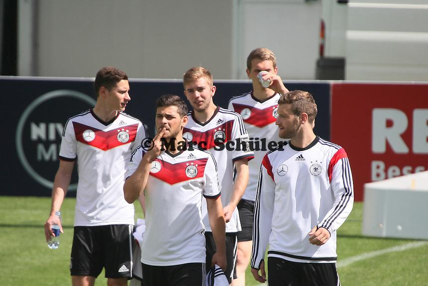Kevin Volland, Julian Draxler, Shkodran Mustafi, Christoph Kramer kommen zum Training - Abschlusstraining der Deutschen Nationalmannschaft gegen die U20 im Rahmen der WM-Vorbereitung in St. Martin