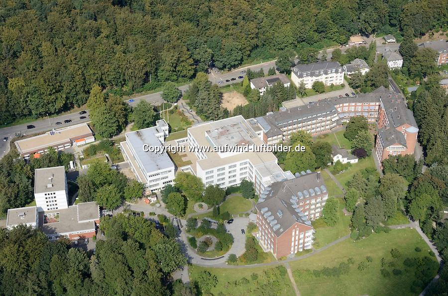 St. Adolf Stift: EUROPA, DEUTSCHLAND, SCHLESWIG- HOLSTEIN, REINBEK, (GERMANY), 02.09.2011: Reinbek, St. Adolf Stift, Krankenhaus, Pflege, Haus, Heim,  Schleswig, Holstein, Luftbild, Air.. c o p y r i g h t : A U F W I N D - L U F T B I L D E R . de.G e r t r u d - B a e u m e r - S t i e g 1 0 2, 2 1 0 3 5 H a m b u r g , G e r m a n y P h o n e + 4 9 (0) 1 7 1 - 6 8 6 6 0 6 9 E m a i l H w e i 1 @ a o l . c o m w w w . a u f w i n d - l u f t b i l d e r . d e.K o n t o : P o s t b a n k H a m b u r g .B l z : 2 0 0 1 0 0 2 0  K o n t o : 5 8 3 6 5 7 2 0 9.C o p y r i g h t n u r f u e r j o u r n a l i s t i s c h Z w e c k e, keine P e r s o e n l i c h ke i t s r e c h t e v o r h a n d e n, V e r o e f f e n t l i c h u n g n u r m i t H o n o r a r n a c h M F M, N a m e n s n e n n u n g u n d B e l e g e x e m p l a r !.