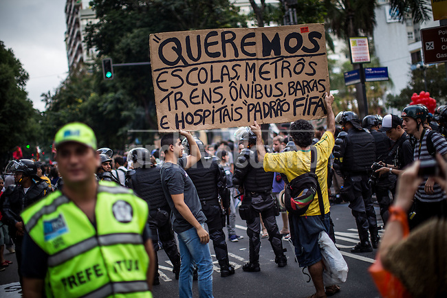 Rio de Janeiro, Brazil.-Wewant schools, subways, trains, hospitals to FIFA style-Dozens of demonstrators gathered today in Copacabana, the tourist district of Rio de Janeiro, to protest against the World Cup, while hundreds of fans witnessed on the beach, a few meters, todays opening game of the tournament.