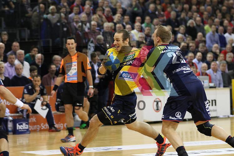 Flensburg, 02.12.15, Sport, Handball, DKB Handball Bundesliga, Saison 2015/2016, SG Flensburg-Handewitt-Rhein-Neckar L&ouml;wen :  Kim Ekdahl Du Rietz (Rhein-Neckar L&ouml;wen, #60), Holger Glandorf (SG Flensburg-Handewitt, #09)<br /> <br /> Foto &copy; PIX-Sportfotos *** Foto ist honorarpflichtig! *** Auf Anfrage in hoeherer Qualitaet/Aufloesung. Belegexemplar erbeten. Veroeffentlichung ausschliesslich fuer journalistisch-publizistische Zwecke. For editorial use only.