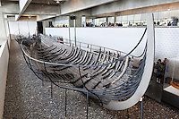Denmark, Zealand, Roskilde: Viking age ship inside the Viking Ship Hall at the Viking Ship Museum | Daenemark, Insel Seeland, Roskilde: Ueberreste eines Vikingerschiffs im Wikingerschiffmuseum