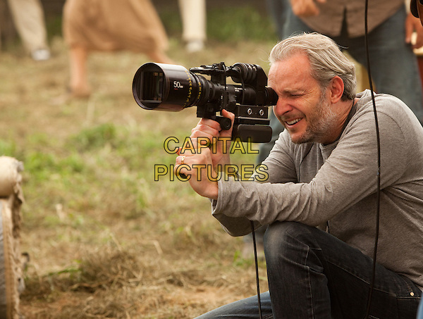 FRANCIS LAWRENCE (DIRECTOR)  .on the set of Water for Elephants .*Filmstill - Editorial Use Only*.CAP/FB.Supplied by Capital Pictures.