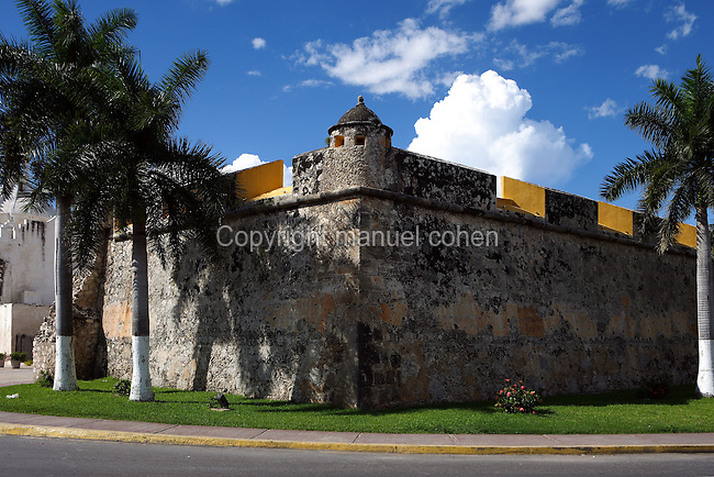 Fort of San Pedro, last decade of the 17th century, Campeche, Yucatan, Mexico Picture by Manuel Cohen