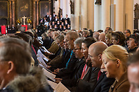 Der Theologe Christian Staeblein ist am Samstag (16.11.2019) mit einem Festgottesdienst in der Berliner Marienkirche in sein Amt als neuer evangelischer Bischof fuer Berlin, Brandenburg und die schlesische Oberlausitz (EKBO) eingefuehrt worden. Bei einem Festgottesdienst wurde zugleich sein Amtsvorgaenger Markus Droege nach zehn Jahren im Bischofsamt in den Ruhestand verabschiedet. An der Feier nahmen rund 700 Gaeste teil, darunter neben zahlreichen Bischoefen anderer Landeskirchen und Gemeindemitgliedern auch der Regierende Buergermeister von Berlin, Michael Mueller, und Brandenburgs Ministerpraesident Dietmar Woidke (beide SPD).<br /> 16.11.2019, Berlin<br /> Copyright: Christian-Ditsch.de<br /> [Inhaltsveraendernde Manipulation des Fotos nur nach ausdruecklicher Genehmigung des Fotografen. Vereinbarungen ueber Abtretung von Persoenlichkeitsrechten/Model Release der abgebildeten Person/Personen liegen nicht vor. NO MODEL RELEASE! Nur fuer Redaktionelle Zwecke. Don't publish without copyright Christian-Ditsch.de, Veroeffentlichung nur mit Fotografennennung, sowie gegen Honorar, MwSt. und Beleg. Konto: I N G - D i B a, IBAN DE58500105175400192269, BIC INGDDEFFXXX, Kontakt: post@christian-ditsch.de<br /> Bei der Bearbeitung der Dateiinformationen darf die Urheberkennzeichnung in den EXIF- und  IPTC-Daten nicht entfernt werden, diese sind in digitalen Medien nach §95c UrhG rechtlich geschuetzt. Der Urhebervermerk wird gemaess §13 UrhG verlangt.]