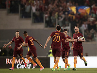 Calcio, Serie A: Roma, stadio Olimpico, 14 maggio 2017.<br /> AS Roma's Daniele De Rossi (r) celebrates after scoring with his teammates during the Italian Serie A football match between AS Roma and Juventus at Rome's Olympic stadium, May 14, 2017.<br /> UPDATE IMAGES PRESS/Isabella Bonotto