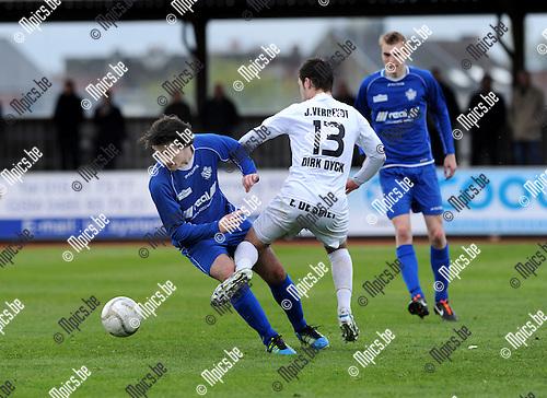 2012-04-22 / Voetbal / seizoen 2011-2012 / KFC Duffel - St-Gillis-Waas / Van Gysel met Ken Vets (r., Duffel)..Foto: Mpics.be