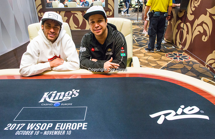 Neymar Jr_Felipe Ramos in the Kings Cash Lounge at the World Series of Poker