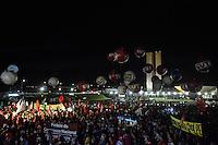 """BRASÍLIA, DF, 29.03.2016 – MANIFESTAÇÃO-DF – Manifestação a favor do governo Dilma Rousseff e do ex-presidente Luiz Inácio Lula da Silva, """"Dia Nacional de Luta pela Democracia e Contra o Golpe"""" em frente ao Congresso Nacional, no início da noite desta quarta-feira, 31. (Foto: Ricardo Botelho/Brazil Photo Press)"""