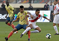LIMA,PERÚ,09-06-2019:Wilmar Barrios jugador de Colombia disputa el balón Christofer Gonzales jugador del Perú durante   partido amistoso de preparación para la Copa América de Brasil 2019 jugado en el estadio Monumental de Lima la ciudad de Lima./Wilmar Barros player of Colombia fights the ball against of Christofer Gonzales player of Peru team during a friendly match in preparation for the 2019 Copa América of Brazil played at Lima's Monumental Stadium in Lima. Photo: VizzorImage / Cristian Alvarez / FCF
