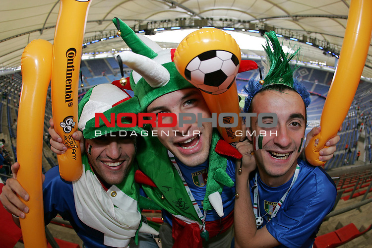 FIFA WM 2006 - Gruppe E ( Group E )<br /> Play #41 (22-Jun) - Czech Republic vs Italy.<br /> Supporters from Italy celebrate prior to the match of the World Cup in Hamburg.<br /> Foto &copy; nordphoto