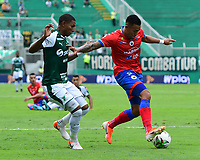 PALMIRA - COLOMBIA, 01-09-2019: Juan Camilo Angulo del Cali disputa el balón con Cristian Florez de Pasto durante partido entre Deportivo Cali y Deportivo Pasto por la fecha 9 de la Liga Águila II 2019 jugado en el estadio Deportivo Cali de la ciudad de Palmira. / Juan Camilo Angulo of Cali vies for the ball with Cristian Florez of Pasto during match between Deportivo Cali and Deportivo Pasto for the date 9 as part Aguila League II 2019 played at Deportivo Cali stadium in Palmira city. Photo: VizzorImage / Nelson Rios / Cont