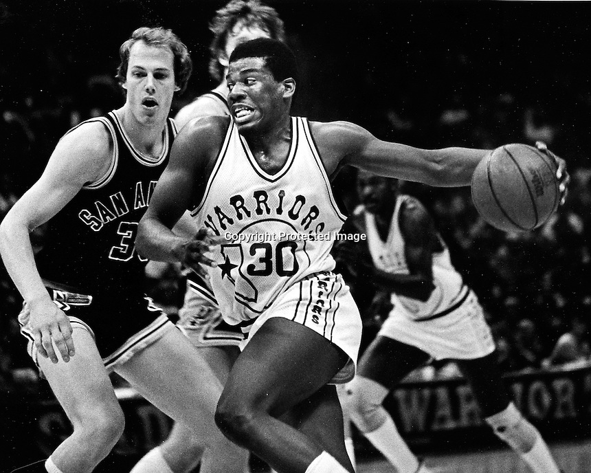 Golden State Warrior Bernard King drives to the hoop. (1982 photo by Ron Riesterer)