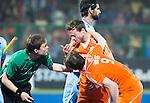 RAIPUR (India) . Blessure voor Roel Bovendeert (Ned)  tijdens   de wedstrijd om de derde plaats  tussen  de mannen van Nederland en India  in de finaleronde van het  Hockey World League .     COPYRIGHT  KOEN SUYK