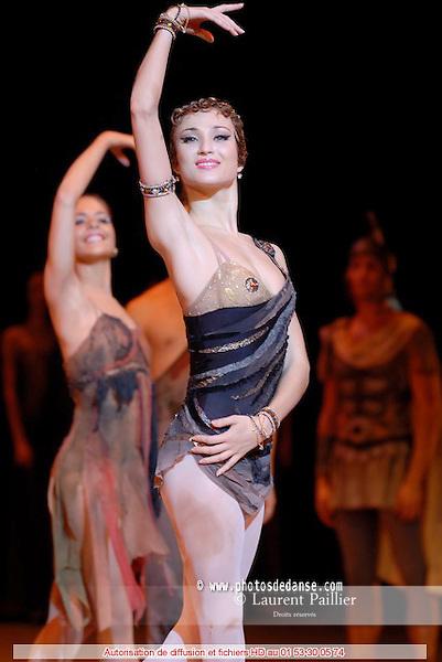 BALLET DU THEATRE BOLCHOI..SPARTACUS PROGRAMME 3..Auteur : GIOVANOLI Raffaello..Choregraphie : GRIGOROVITCH Iouri..Orchestre : Orchestre Colonne..Decor : VIRSALADZE Simon..Costumes : VIRSALADZE Simon..Avec :..SHIPULINA Ekaterina..Lieu : Opera Garnier..Ville : Paris..Le : 18 01 2008....© Laurent Paillier Agence Enguerand....
