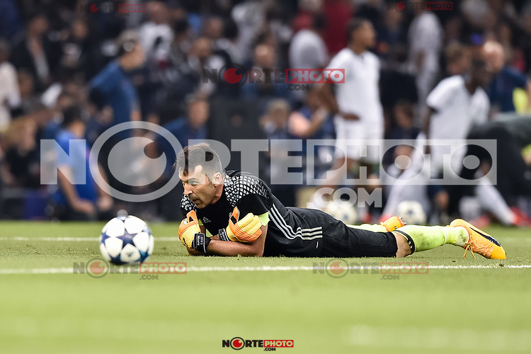 Gianluigi Buffon of Juventus warms up during the UEFA Champions League Final match between Real Madrid and Juventus at the National Stadium of Wales, Cardiff, Wales on 3 June 2017. Photo by Giuseppe Maffia.<br /> <br /> Giuseppe Maffia/UK Sports Pics Ltd/Alterphotos /NortePhoto.com * /nortephoto.com