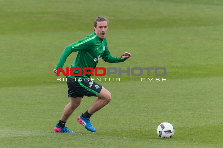 28.04.2017, Trainingsgelaende, Bremen, GER, 1.FBL, Training Werder Bremen<br /> <br /> im Bild<br /> Max Kruse (Bremen #10) am Ball, <br /> <br /> Foto &copy; nordphoto / Ewert