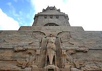 Völkerschlachtdenkmal in Leipzig - der Heilige Michael am Eingangsportal zur Krypta. Foto: Norman Rembarz