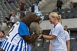 10.09.2017, Olympiastadion, Berlin, GER, 1.FBL, Hertha BSC vs SV Werder Bremen<br /> <br /> im Bild<br /> Bibiana Steinhaus (Schiedsrichterin / referee) wird von Herthinho (Maskottchen Hertha BSC) mit Handkuss begr&uuml;&szlig;t, <br /> <br /> Foto &copy; nordphoto / Ewert