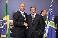 O novo treinador da selecao brasileira Luiz Felipe Scolari e o novo Carlos Alberto Parreira como novo técnico da Seleção Brasileira, na manhã desta quinta-feira (29) no Hotel Windsor Barra, na Barra da Tijuca, zona oeste do Rio de Janeiro (RJ). (FOTO; ROBERTO FILHO / BRAZIL PHOTO PRESS).