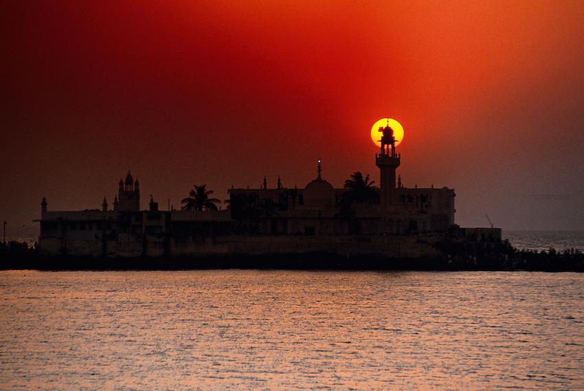 Sunset, Haji Ali Mosque, Mumbai (Bombay), Maharashtra, India