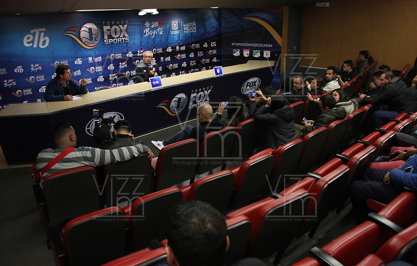 BOGOTÁ - COLOMBIA, 28-01-2018:Conferencia de prensa ofrecida por Gregorio Pérez director técnico campeón del Independiente Santa Fe  al finalizar el encuentro contra el América de Cali, partido por el Torneo Fox Sports 2018 jugado en el estadio Nemesio Camacho El Campin de la ciudad de Bogotá. /Press conference offered by Gregorio Perez champion  coach of Independiente Santa Fe at the end of the match against America of Cali ,match for the Fox Sports Tournament 2018  played at Nemesio Camacho El Campin Stadium in Bogota city. Photo: VizzorImage / Felipe Caicedo / Staff.