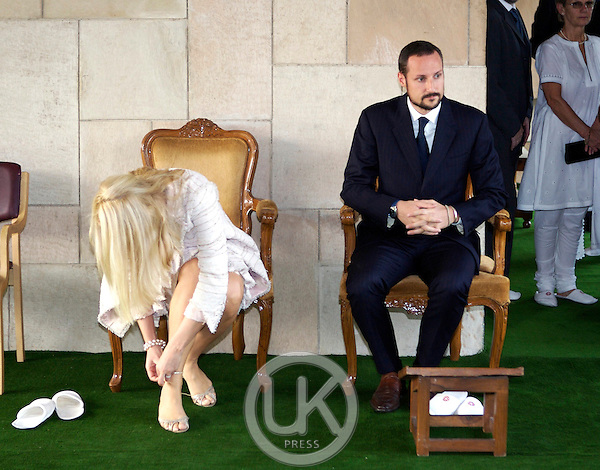 Crown Prince Haakon & Crown Princess Mette-Marit of Norway visit India. Visit to the Rajghat Memorial to Mahatma Ghandi in New Delhi.