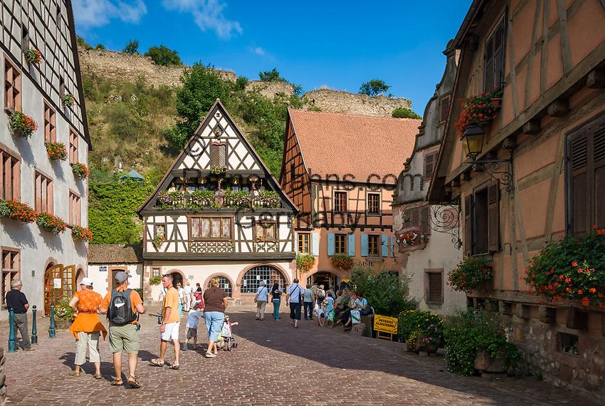 France, Alsace, Haut-Rhin, Kaysersberg: old town, native town of Dr. Albert Schweitzer | Frankreich, Elsass, Haut-Rhin, Kaysersberg: Altstadt, Geburtsort von Dr. Albert Schweitzer