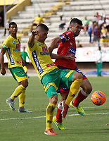NEIVA  -COLOMBIA, 9-05-2017. Acción de juego  entre el  Atlético Huila y el Deportivo Pasto ,  encuentro  por la fecha 17 de la Liga Aguila I 2017  disputado en el estadio Guillermo Plazas Alcid ./ Action game between Atletico Huila fights the ball against  and  Deportivo Pasto  during match for the date 17 of the Aguila League I 2017 played at Guillermo Plazas Alcid  stadium . Photo:VizzorImage / Sergio Reyes / Contribuidor