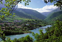 ITA, Italien, Marken, San Lorenzo al Lago: am Lago di Fiastra mit den Sibillinischen Bergen | ITA, Italy, Marche, San Lorenzo al Lago: at Lago di Fiastra with Sibillini mountains
