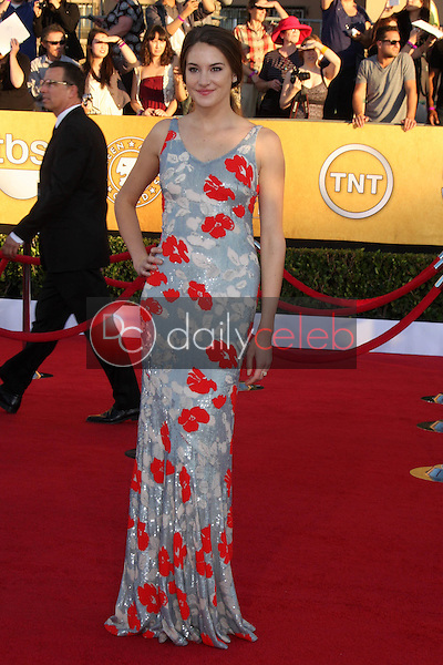 Shailene Woodley<br /> at the 18th Annual Screen Actors Guild Awards Arrivals, Shrine Auditorium, Los Angeles, CA 01-29-12<br /> David Edwards/DailyCeleb.com 818-249-4998
