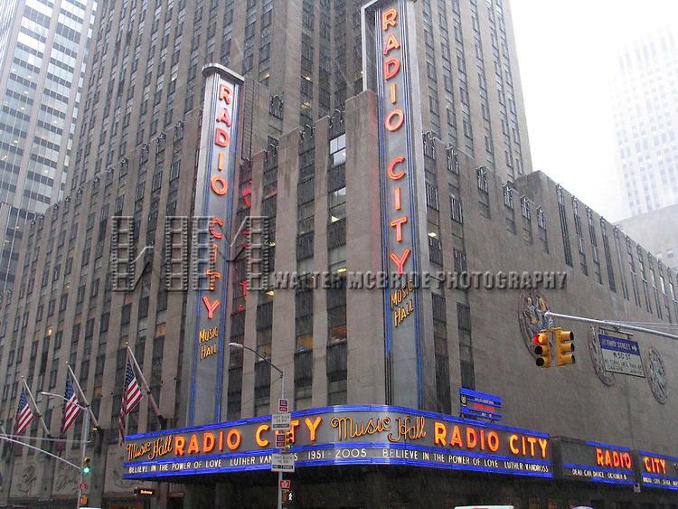 Luther Vandross Funeral.Radio City Music Hall Marquee paying Tribute to Luther Vandross on the day of his Funeral in New York City..July 8, 2005.© Walter McBride /  .