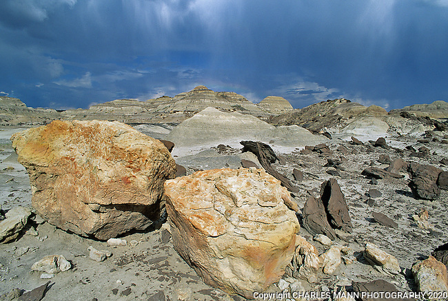 The De Na Zin section of the Bist i/ De NaZin Wilderness Recreation Area has some dramatic scenes that defy description,like the boulders in a summer storm.
