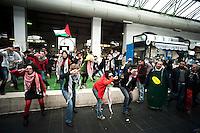 Roma 12 Marzo 2011.La rete romana di solidarieta' con il popolo palestinese per la Settimana contro l'Apartheid Israeliana a scelto di comunicare al pubblico la natura dell'Apartheid Israeliana con la musica e la creatività, sostenendo l'appello palestinese per il boicottaggio dei prodotti israelianial mercato di piazza Vittorio.Cantando e ballando Mango Israeliano(alla musica di Mambo Italiano)