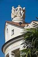 Italien, Suedtirol, Meran: Kurhaus, Kuppel und Palmenblaetter   Italy, South-Tyrol, Alto Adige, Merano: Spa Building, dome and palm tree leaves