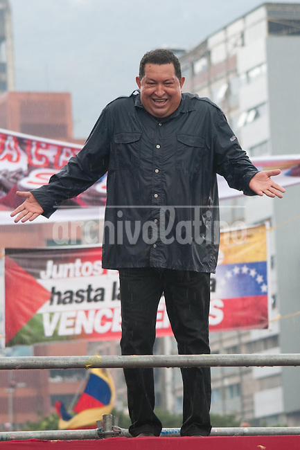 Venezuela: Caracas,04/10/11 .Venezuelan President Hugo Chavez laughs, under heavy rain, during the closing rally of his campaign in Caracas, three days after the presidential elections on October 7, where he seeks reelection for a further period of six years, after 14 years ruling Venezuela..Carlos Hernandez/Archivolatino